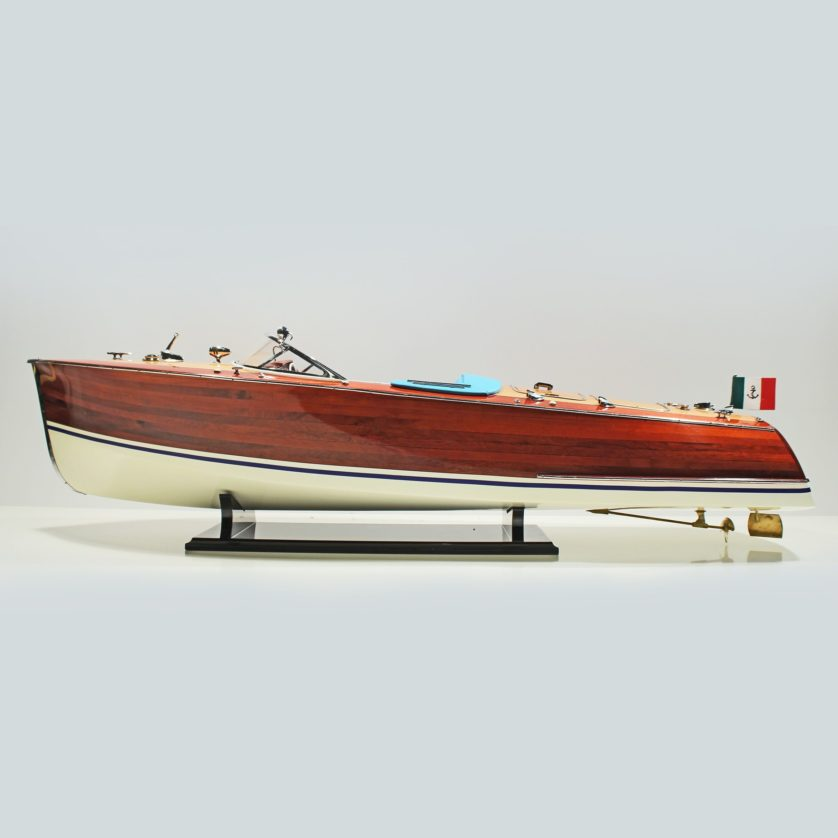 Handgefertigtes Schiffsmodell aus Holz der Riva Tritone