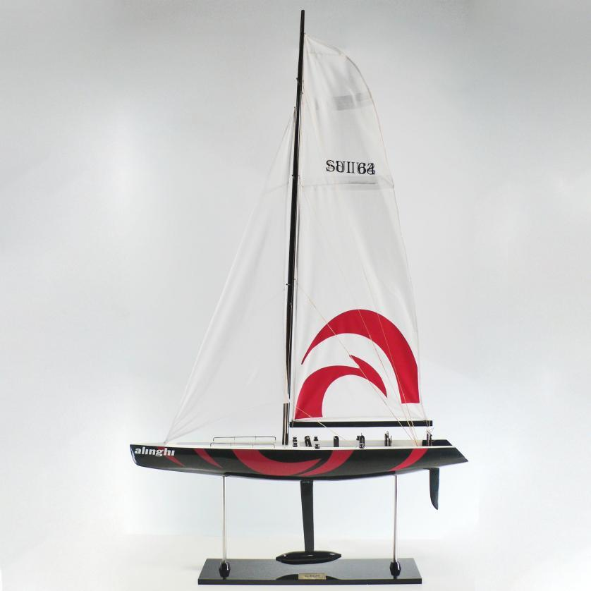 Handgefertigtes Segelschiffmodell der Alinghi