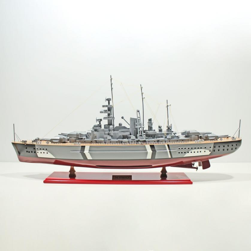 Maquette de bateau en bois faite à la main du Bismarck
