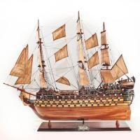 Handgefertigtes Schiffsmodell aus Holz der Bretagne
