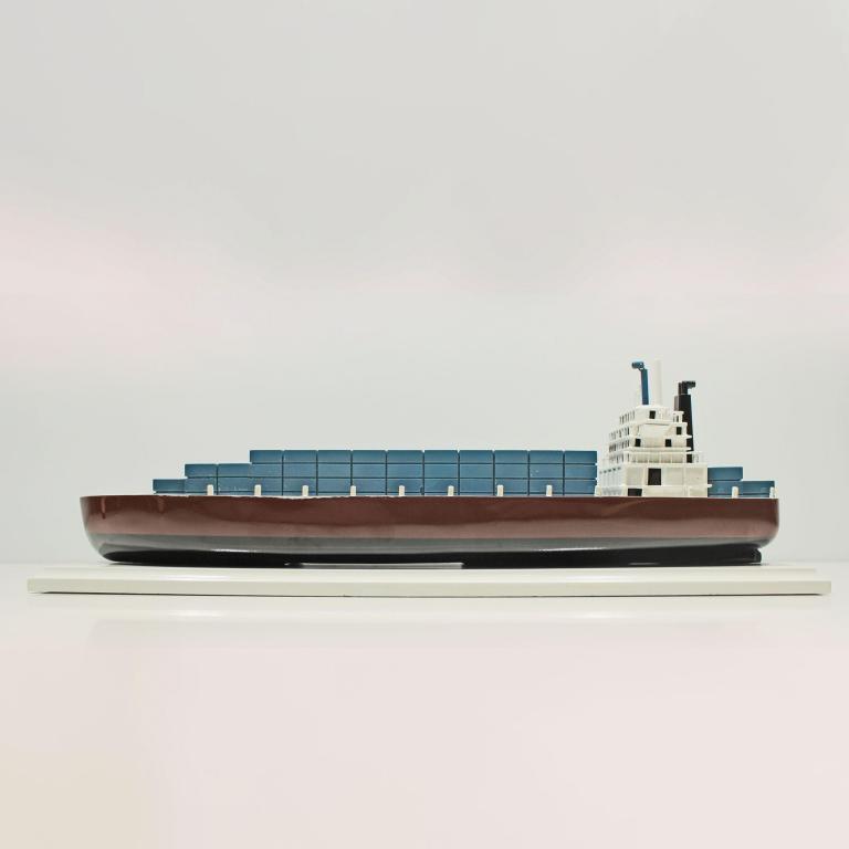 Container-Schiff-L40-01
