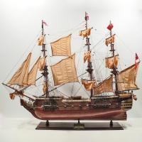 Handgefertigtes Schiffsmodell aus Holz der HMS Surprise