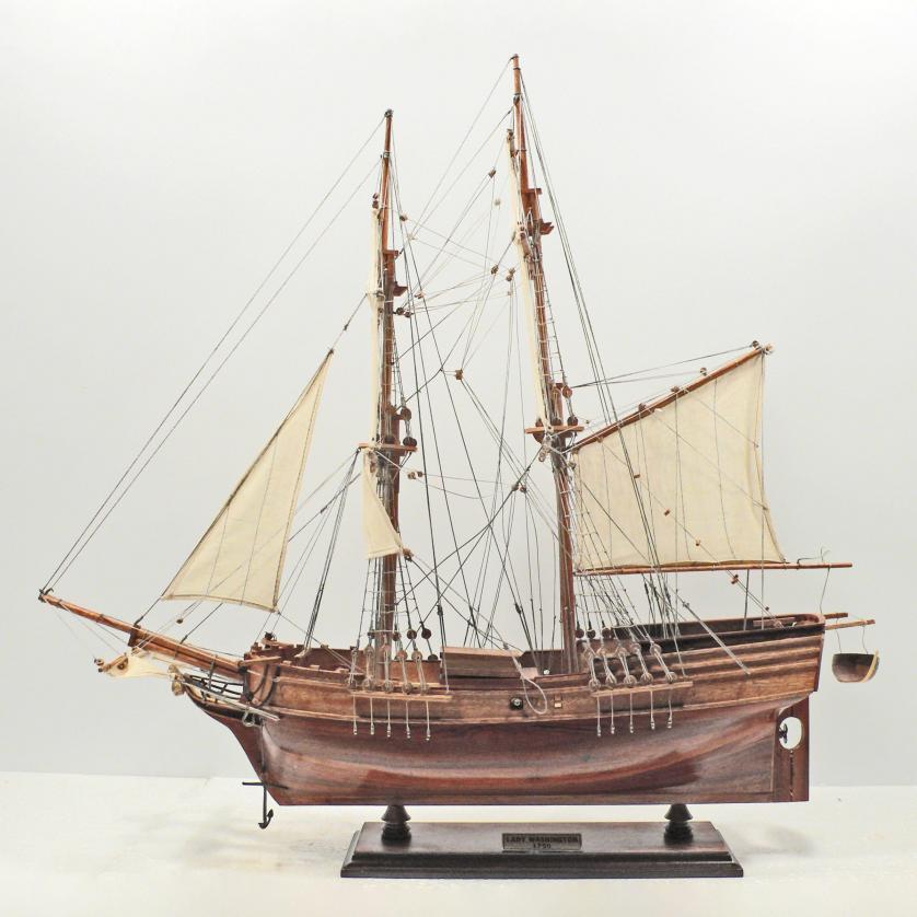 Handgefertigtes Schiffsmodell aus Holz der Lady of Washington