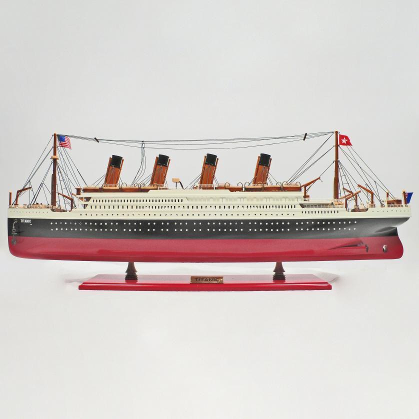 Handgefertigtes Schiffsmodell aus Holz der Titanic