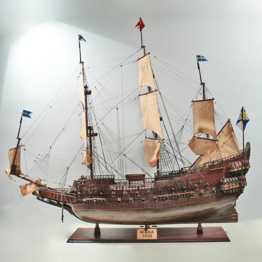 Handgefertigtes Schiffsmodell aus Holz der Wasa