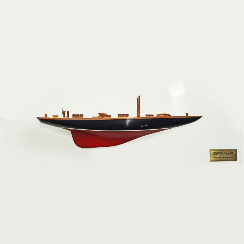 Handgefertigtes Schiffsmodell aus Holz der Endeavour