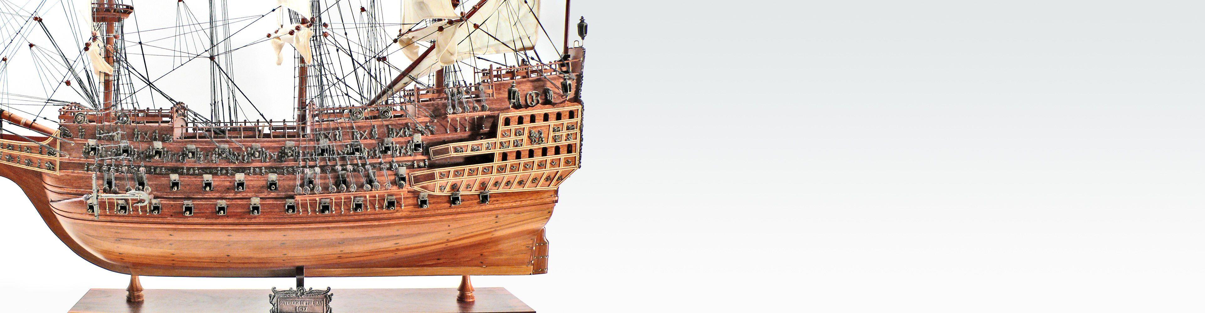 Wunderschöne historische Schiffsmodelle aus Holz