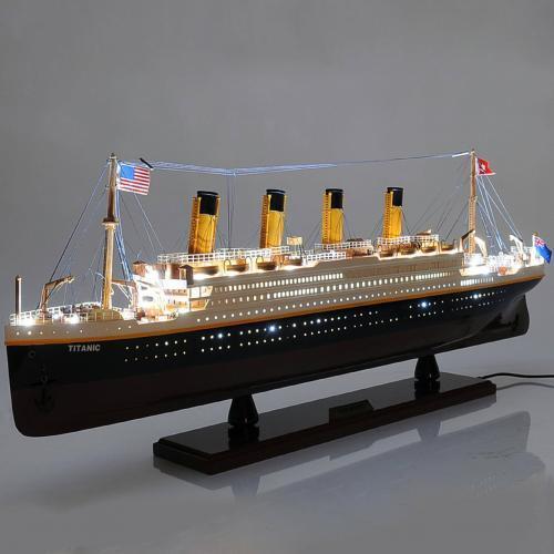 Handgefertigtes Schiffsmodell aus Holz der Titanic (mit Licht ausgestattet)