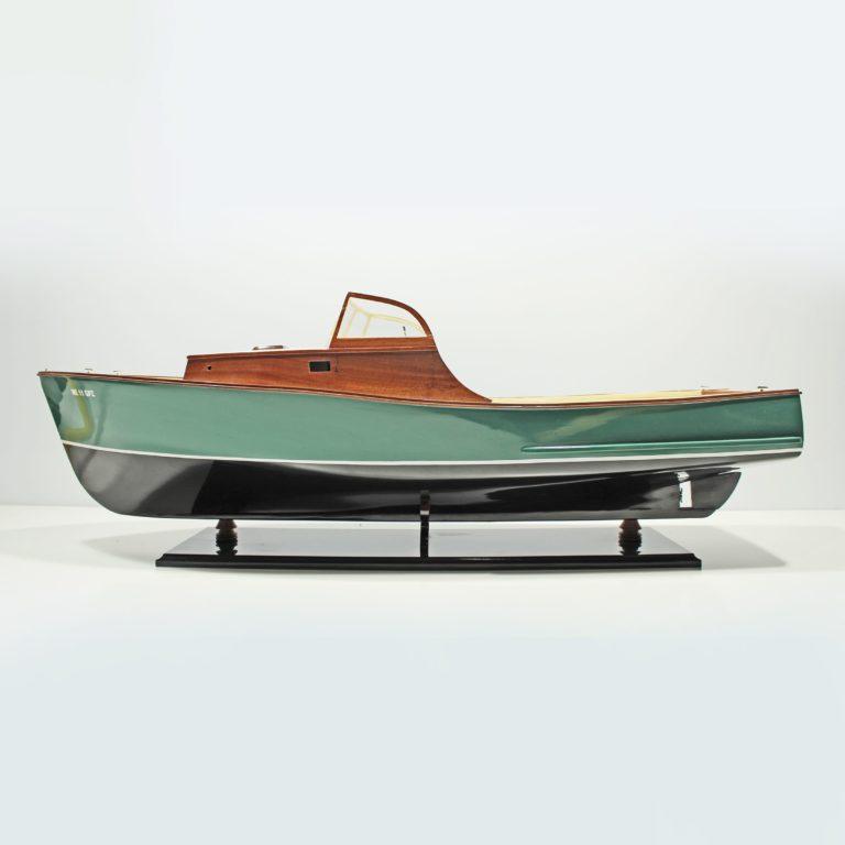 Handgefertigtes Schiffsmodell aus Holz der East