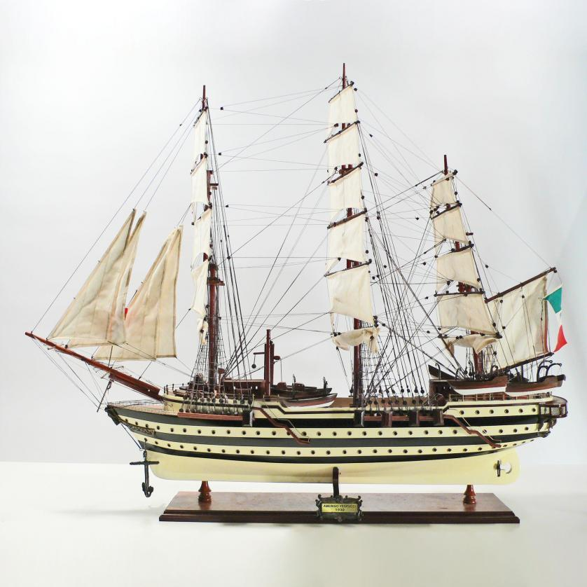 Handgefertigtes Schiffsmodell aus Holz der Amerigo Vespucci