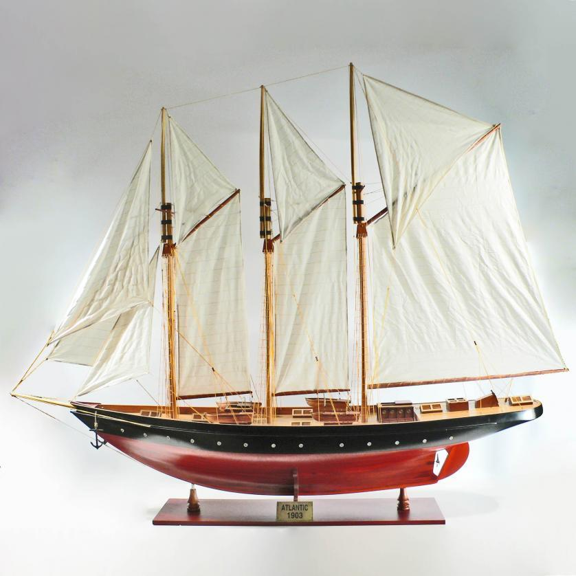 Handgefertigtes Schiffsmodell aus Holz der Atlantic