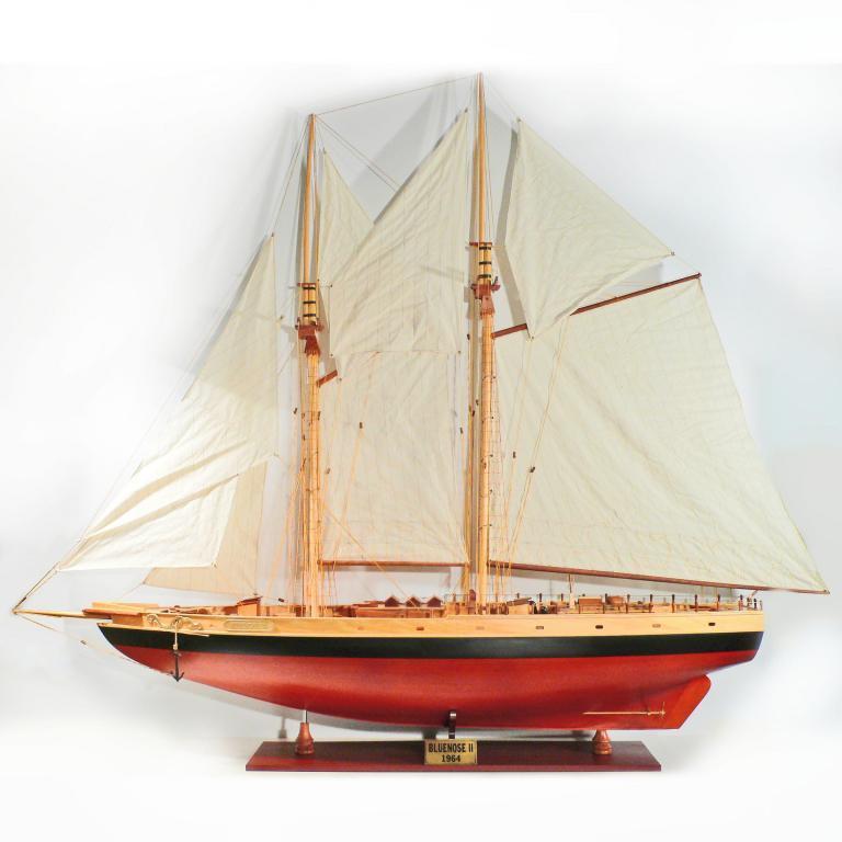 Handgefertigtes Segelschiffmodell der Bluenose II