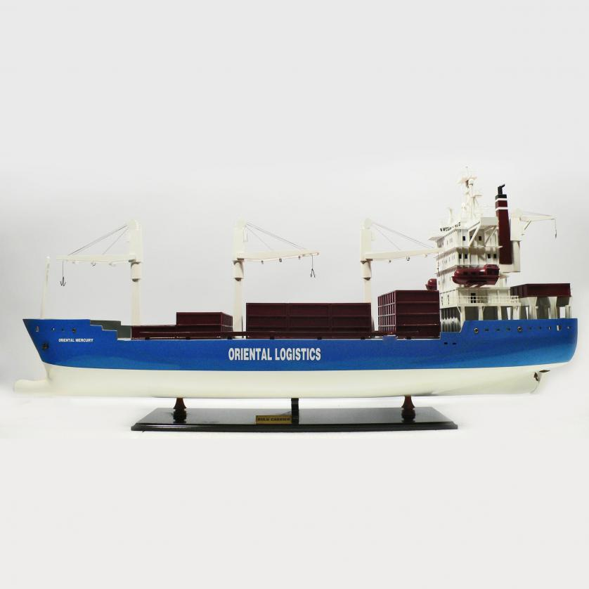 Handgefertigtes Schiffsmodell aus Holz der Bulk Carrier