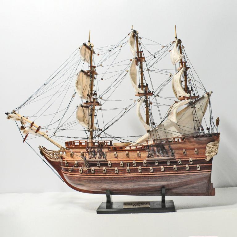Handgefertigtes Schiffsmodell aus Holz der HMS Victory 40cm
