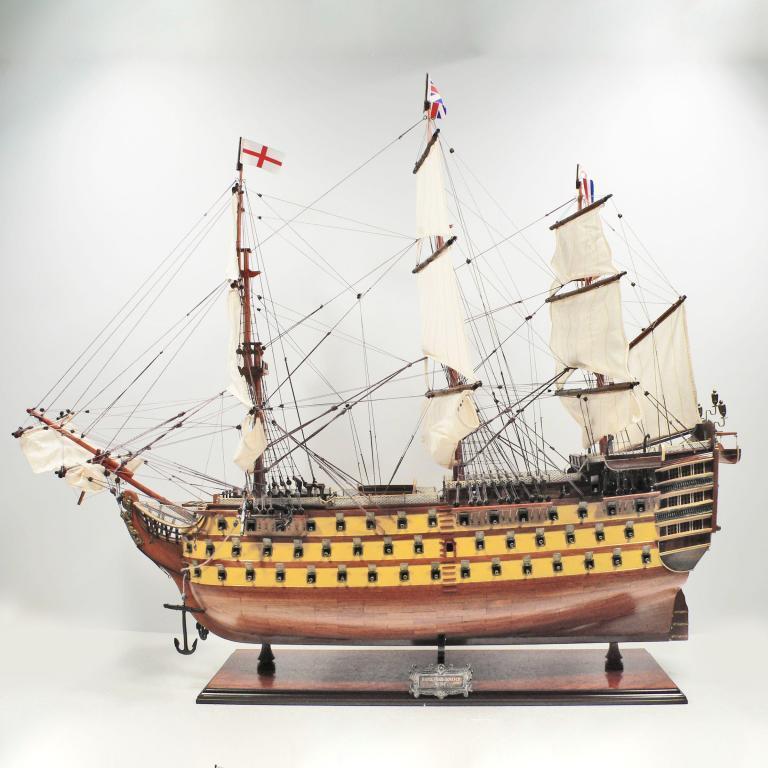 Handgefertigtes Schiffsmodell aus Holz der HMS Victory (gelb, 80cm)