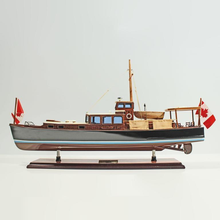 Handgefertigtes Schiffsmodell aus Holz der Dolphin