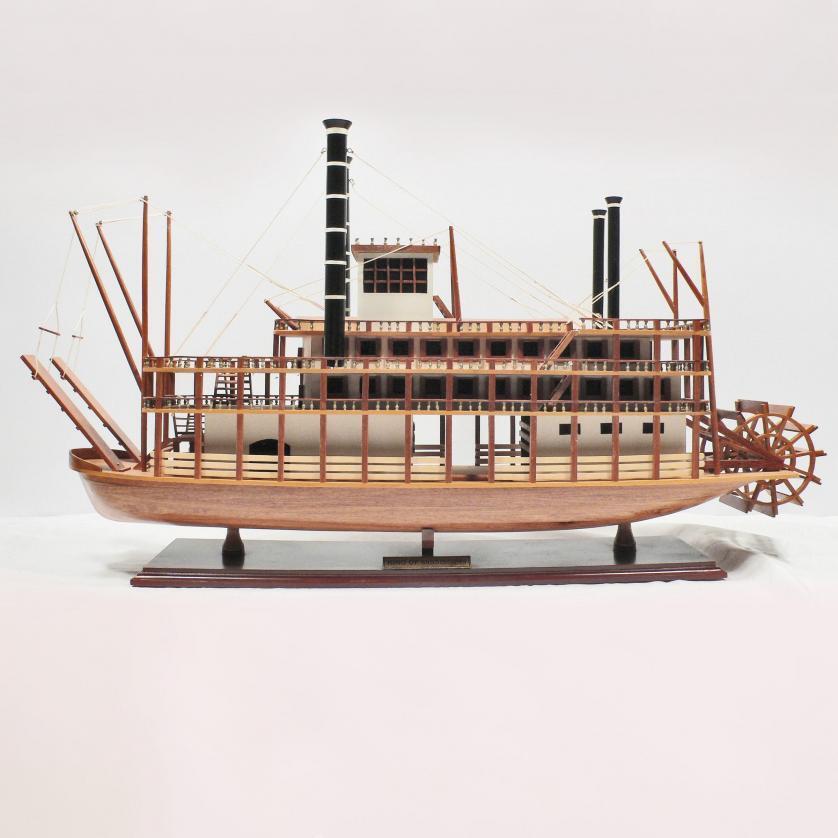 Handgefertigtes Schiffsmodell aus Holz der King of Mississippi