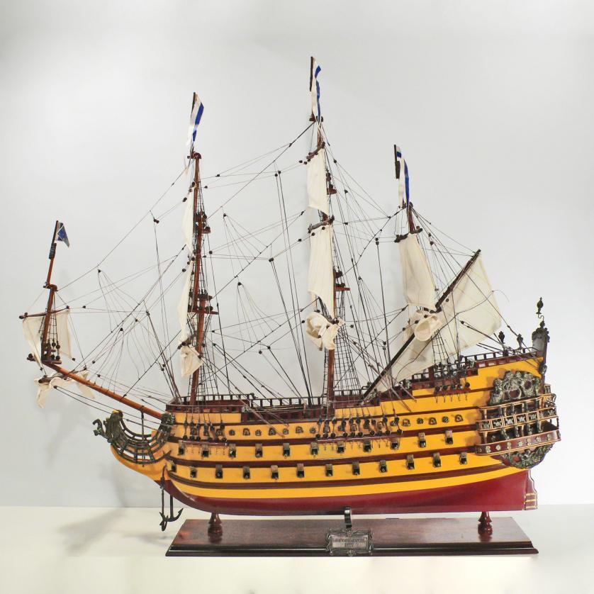 Handgefertigtes Schiffsmodell aus Holz der Le Soleil Royal