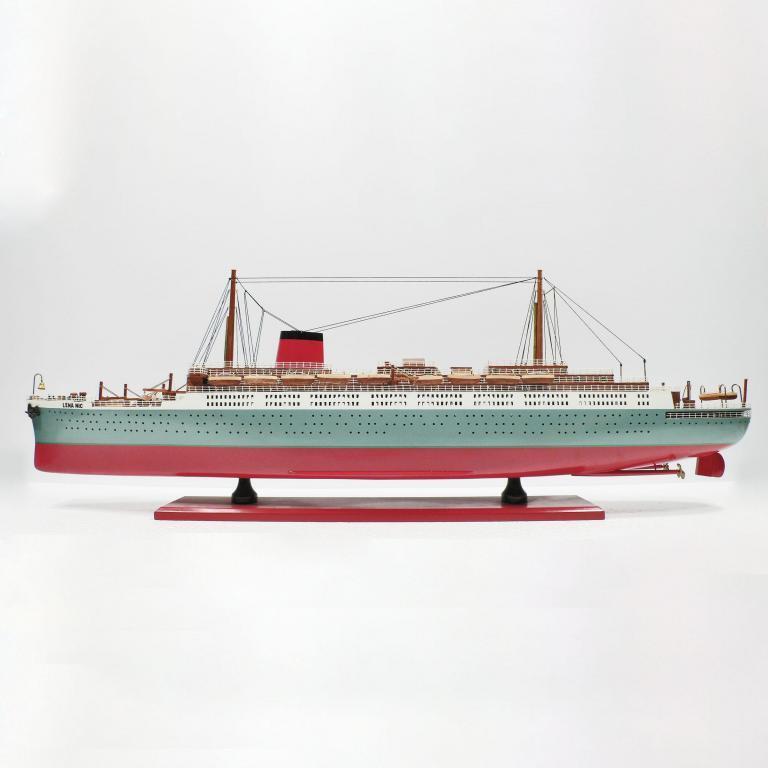 Handgefertigtes Schiffsmodell aus Holz der Lenanic