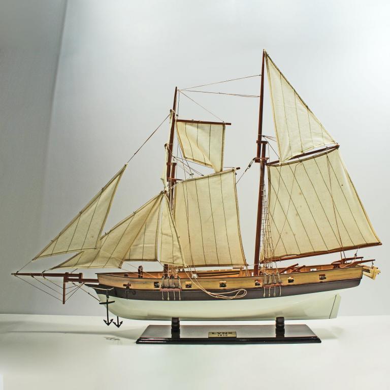 Handgefertigtes Schiffsmodell aus Holz der Lynx