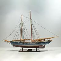 Handgefertigtes Schiffsmodell aus Holz der Mari Clarise
