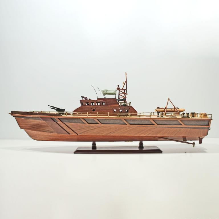 Handgefertigtes Schiffsmodell aus Holz der Patrol