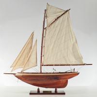 Handgefertigtes Segelschiffmodell der Pen Duick