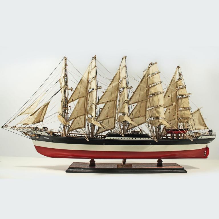 Handgefertigtes Schiffsmodell aus Holz der Preussen