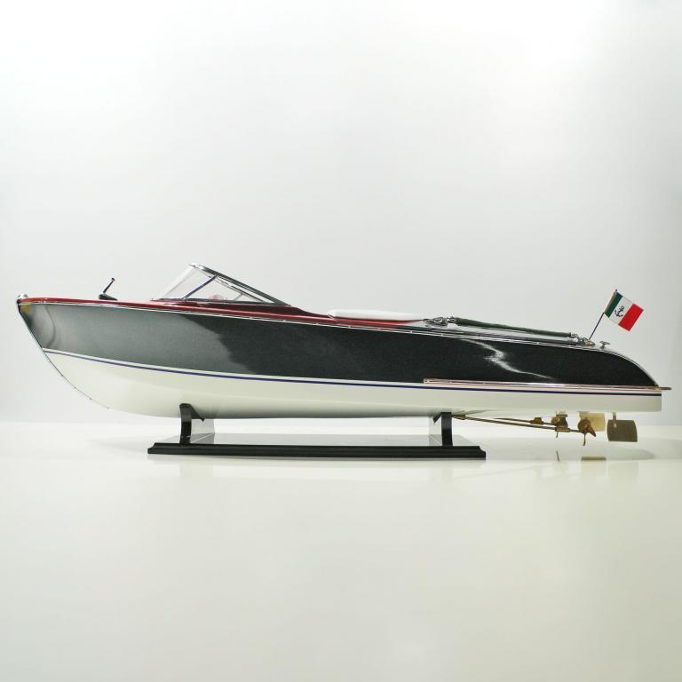 Handgefertigtes Schiffsmodell aus Holz der Riva Aquariva