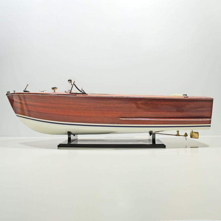 Handgefertigtes Schiffsmodell der Riva Sebino