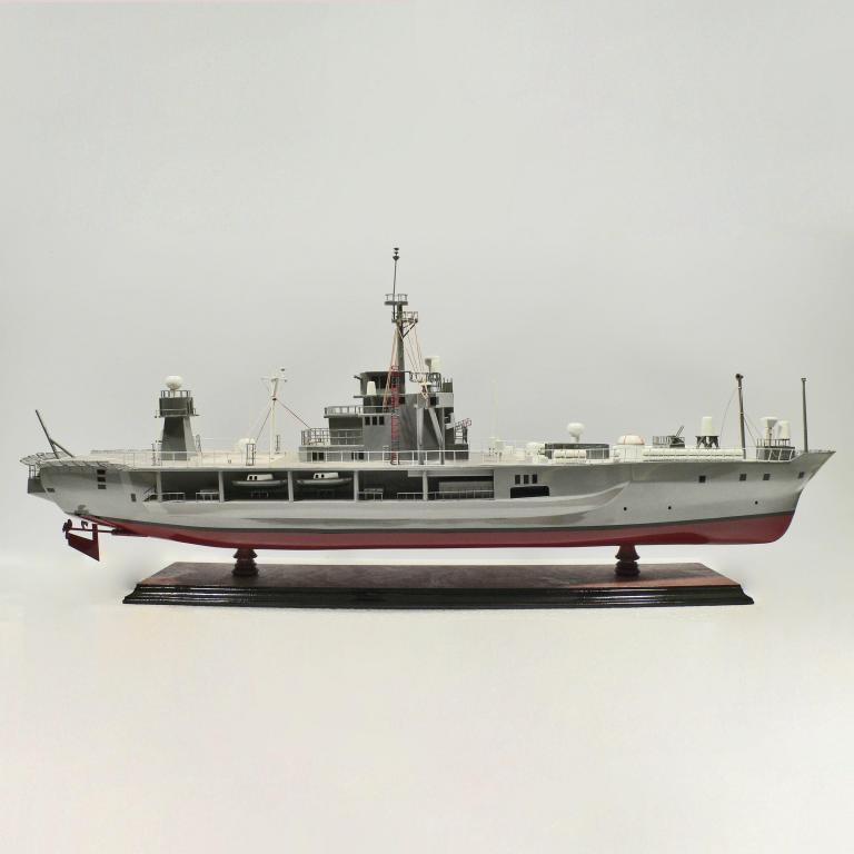 Handgefertigtes Schiffsmodell aus Holz der USS Blue Ridge