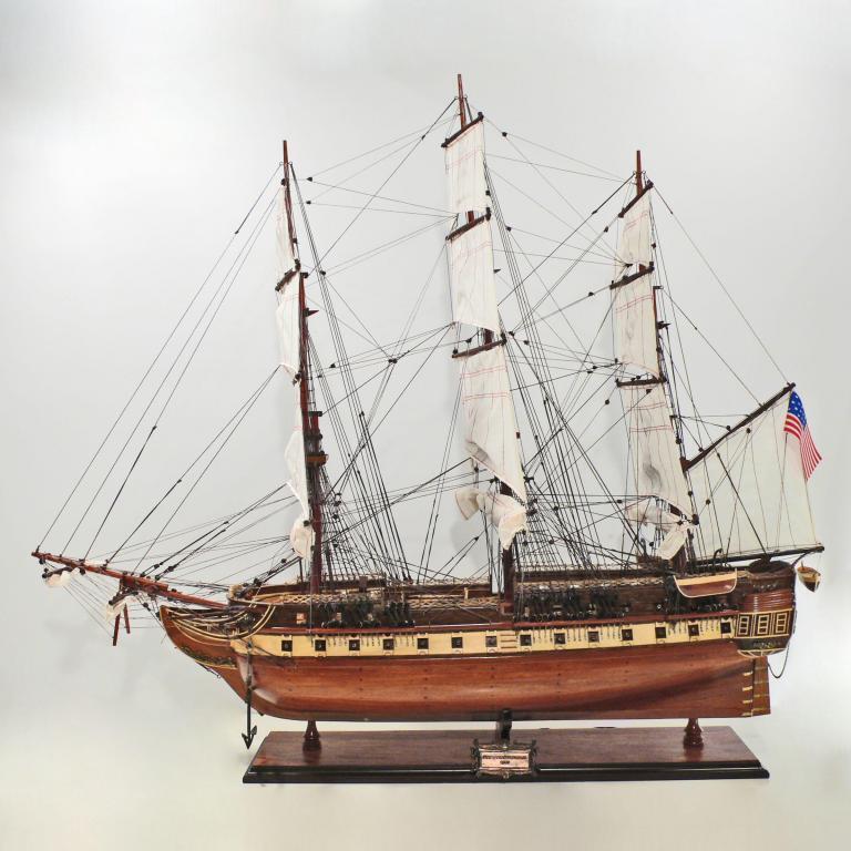 Handgefertigtes Schiffsmodell aus Holz der USS Constitution