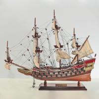Handgefertigtes Schiffsmodell aus Holz der Wasa (rot)