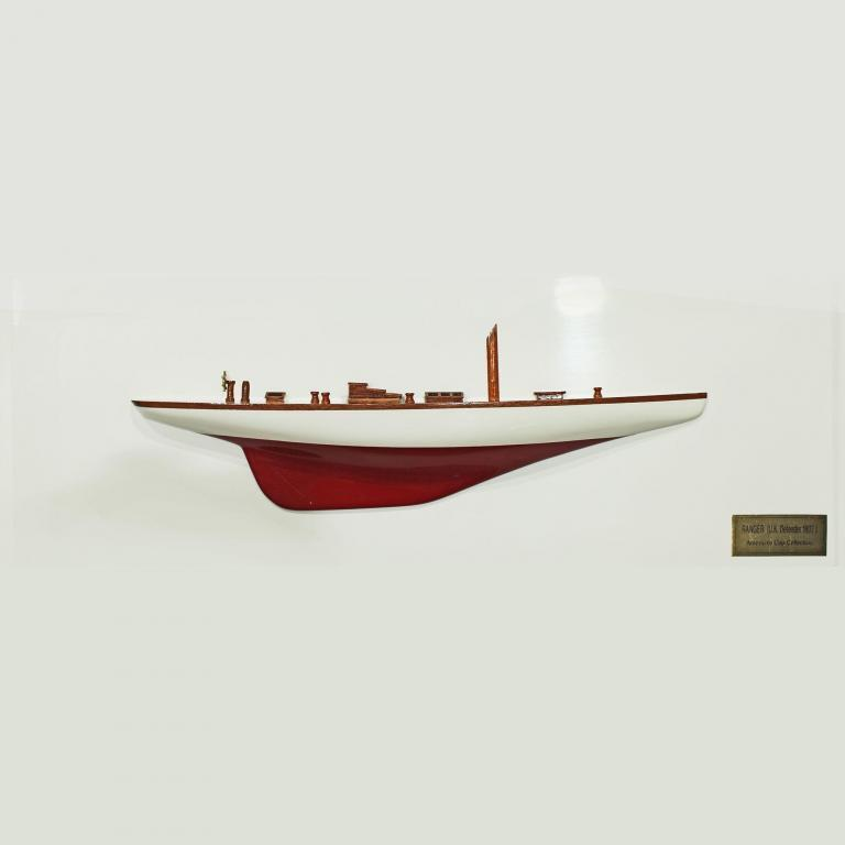 Handgefertigtes Schiffsmodell aus Holz der Ranger (weiß, rot, Halbmodell)