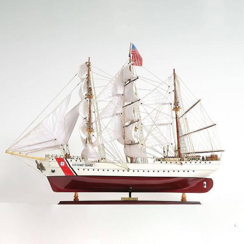 Handgefertigtes Schiffsmodell aus Holz der USGC Eagle