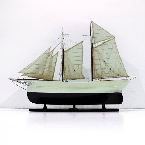 Handgefertigtes Schiffsmodell aus Holz der Wanderbird